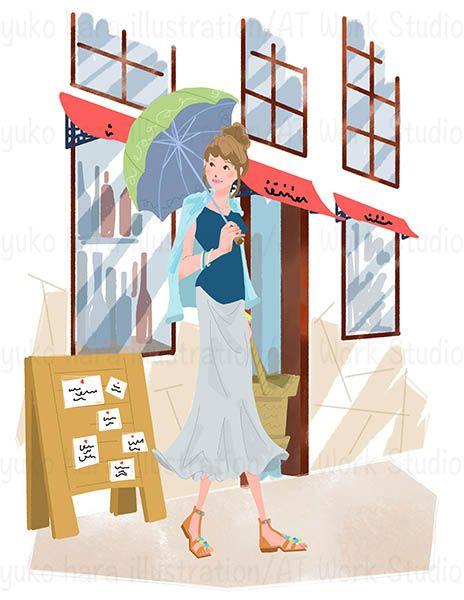 日傘をさしてお店の前を歩く女性